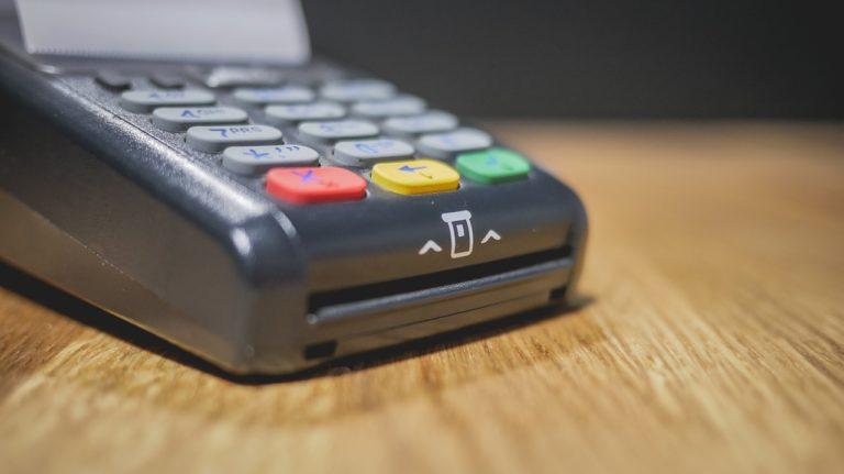 Quels sont les accessoires indispensables pour une caisse enregistreuse ?