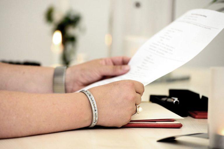 Quels sont les avantages d'avoir une caisse enregistreuse conforme à la réglementation ?